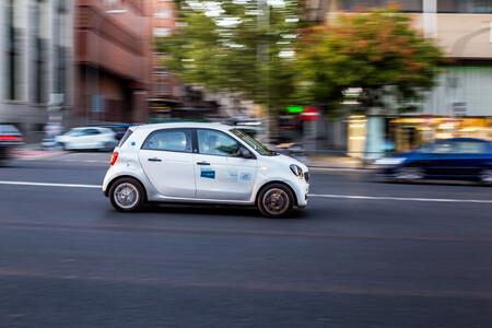 7.000€ por un coche eléctrico y no por una bici: por qué España se empeña en subvencionar un lujo