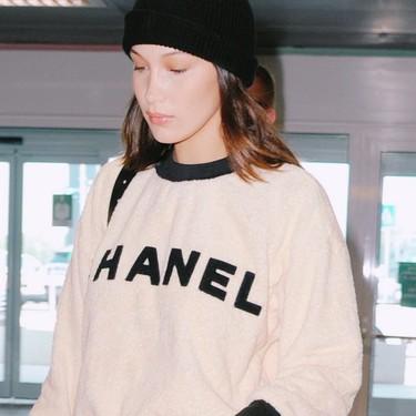 Bella Hadid es la perfecta embajadora de Chanel: este look millennial lo confirma y deja clarísimo