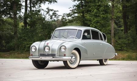 Este impecable Tatra T87 sale a subasta, el veloz sedán que pasó a la historia como 'ejecutor' de nazis