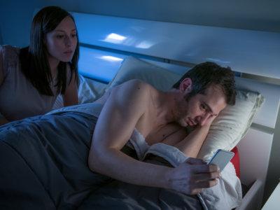 Ceguera temporal: Otro problema asociado al uso de smartphones en la cama