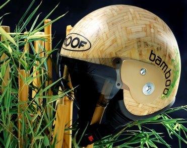 Un casco fabricado con bambú