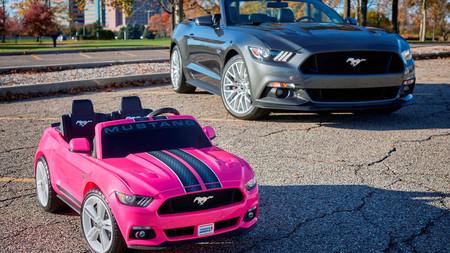 Este Ford Mustang eléctrico y de juguete, el regalo ideal para estas navidades