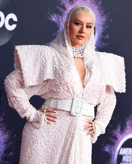 Christina Aguilera se enfunda un atrevido look de Jean Paul Gaultier en la alfombra roja de los premios AMAs 2019