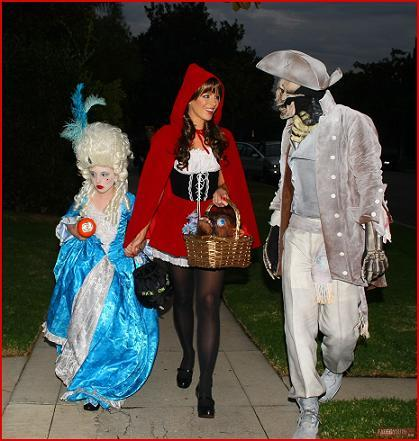 kate-beckinsale-and-family-in-halloween-costumes1.jpg