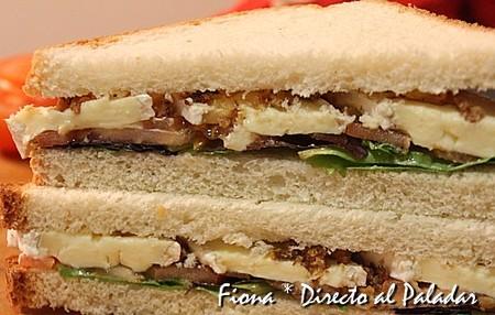 Sandwich de tomate y brie
