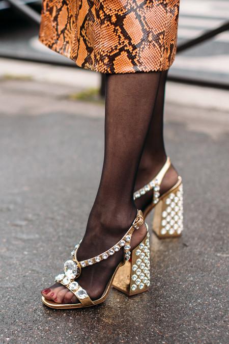 Las sandalias con strass prometen conquistar nuestros pies esta temporada: 13 modelos perfectos para todas las ocasiones