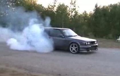 Benito petrolero quemando neumáticos a saco