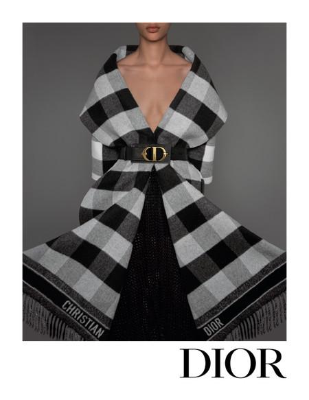 Dior nos muestra en su campaña Otoño-Invierno 2019-2020 el perfecto look británico