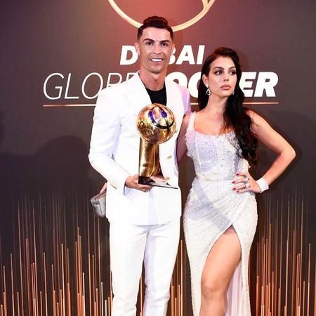Georgina Rodríguez, junto a Cristiano Ronaldo, se convierten en protagonistas de la alfombra roja de los Globe Soccer 2019