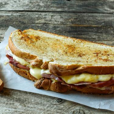 Cómo se hace el mítico sándwich zapatilla de Melo's Bar, receta para compartir
