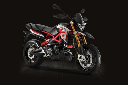 Es la cara más dura de las fun bike italianas, y se llama Aprilia Dorsoduro 900