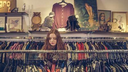 Chollos en tallas sueltas de  camisetas y sudaderas de marcas como Levi's, El Ganso o Jack & Jones en Amazon