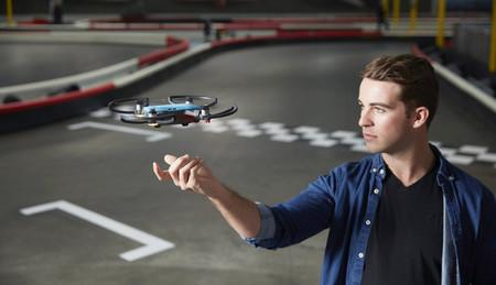 DJI Spark, el dron más pequeño y asequible de DJI que además se controla por gestos