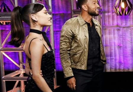 El lookazo con el que Ariana Grande se estrenó en La Voz USA podría ser nuestra mejor baza para vestir de negro en una boda