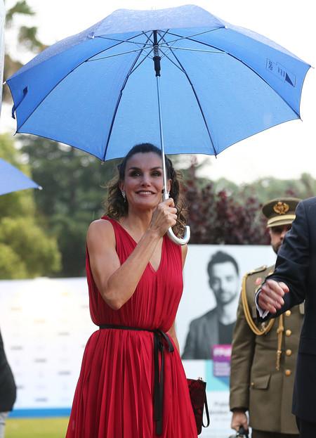 La reina Letizia sorprende con su peinado más juvenil de los últimos años