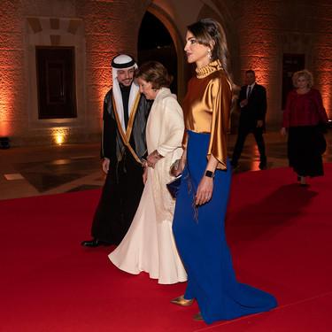 Rania de Jordania deslumbra con su último look de gala