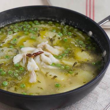 Receta clásica de patatas en salsa verde