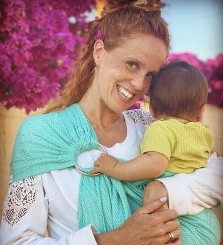 """""""Seguimos enganchadas a la teta las dos"""", la clara explicación de María Castro sobre por qué da el pecho a su bebé de nueve meses"""