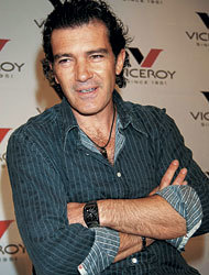 Shakira y Antonio Banderas nos darán la hora con Viceroy