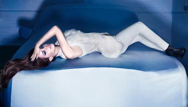 Lana del Rey saca su lado oscuro en la nueva campaña para H&M