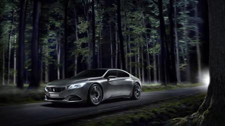 Peugeot Exalt: el concept-car se renueva de cara a París y trae un patinete en el maletero