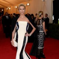 Charlize Theron de Dior Alta Costura Gala MET 2014