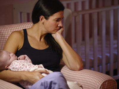 Por qué ninguna madre reciente debería pasar mucho tiempo sola (o sentirse sola)