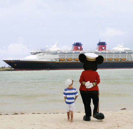 Mickey Y Buque