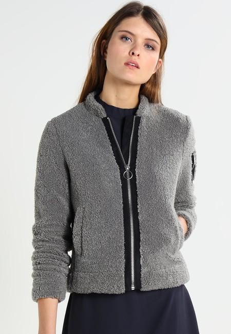 40% de descuento en la chaqueta de entretiempo Gipsy Kaia en Zalando. Su precio es de 47,95 euros con envío gratis