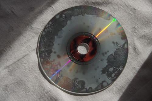 La insoportable levedad del CD: por qué guardar tus fotos (solo) en este soporte no es buena idea