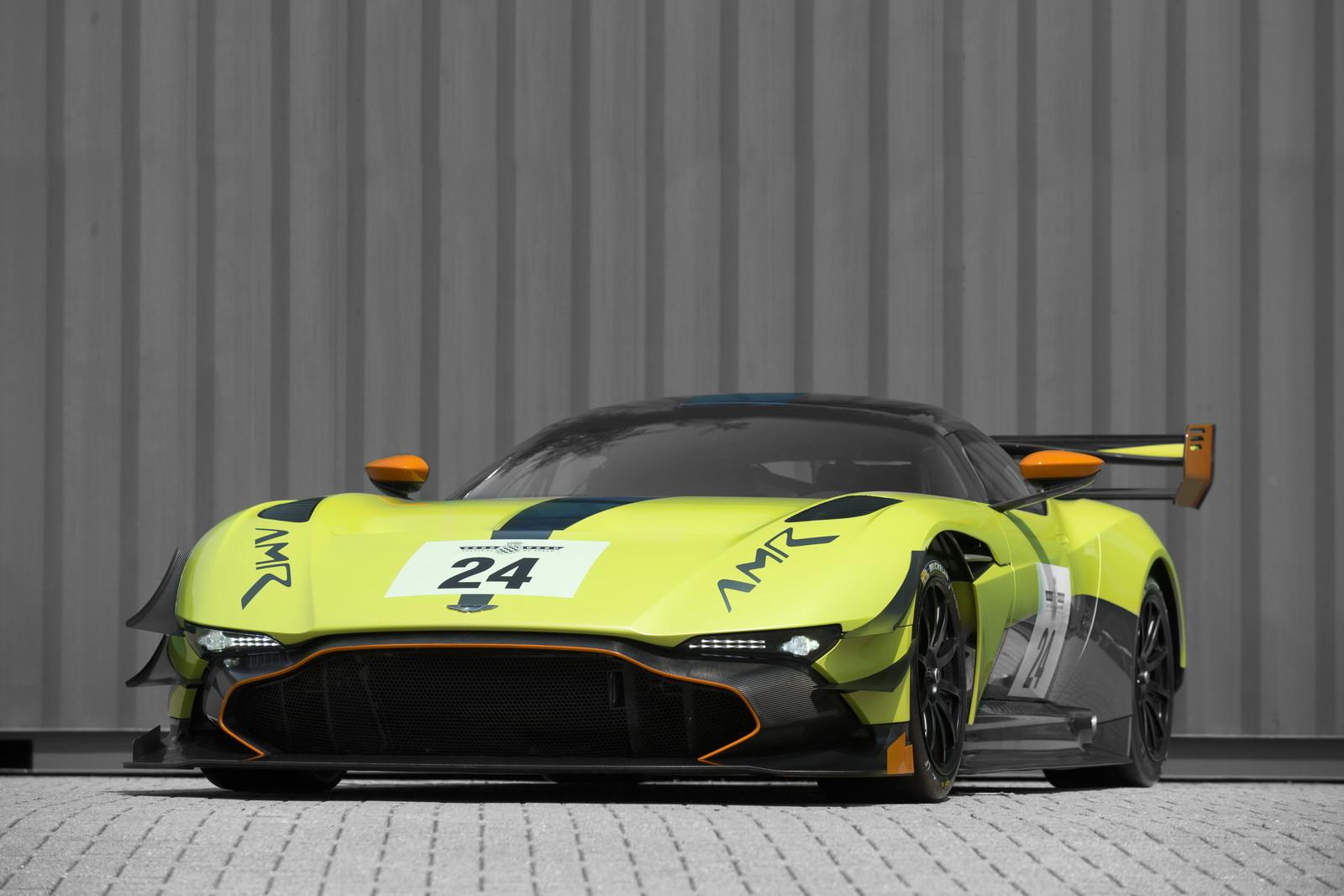 Foto de Aston Martin Vulcan AMR Pro (16/17)