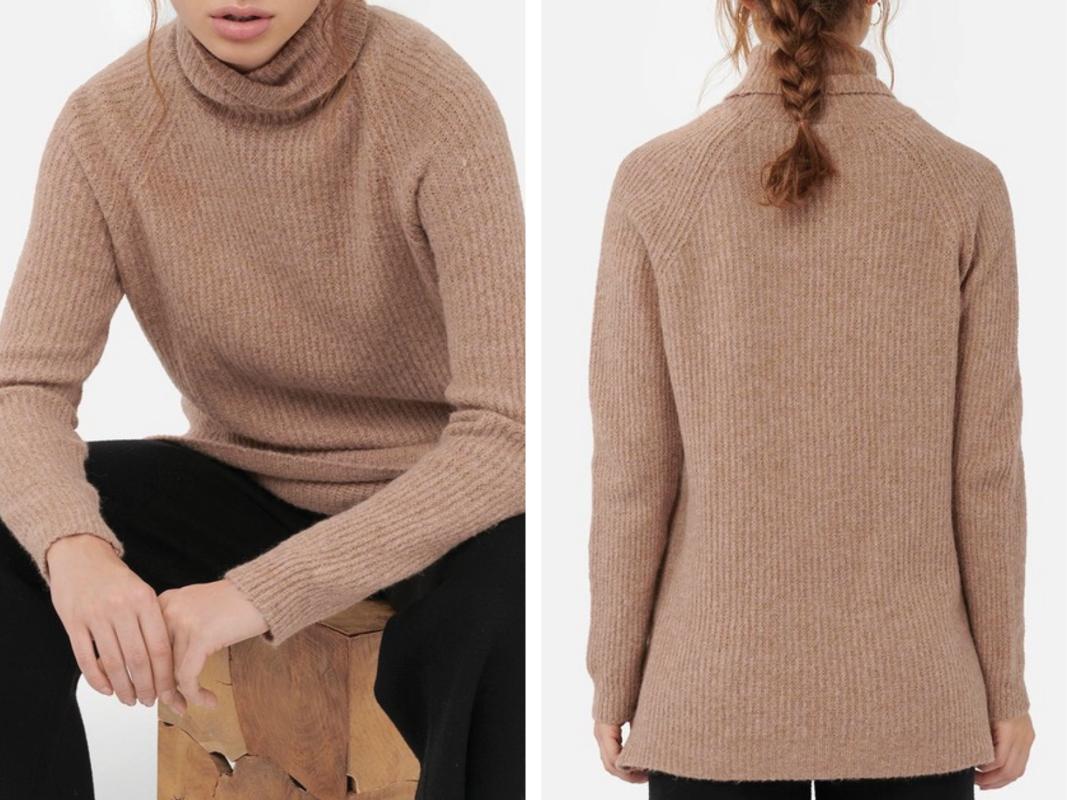 Jersey de mujer de cuello alto en punto canalé color marrón