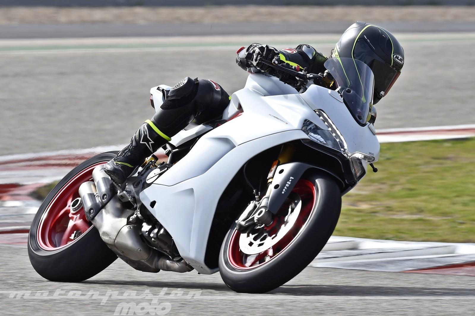 Foto de Ducati Supersport S (24/32)