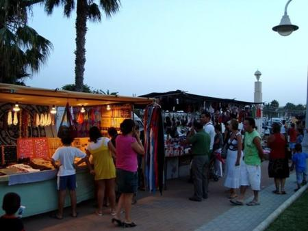 mercadillo_playa_poniente.jpg
