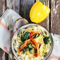 Pasta con vegetales en salsa agridulce. Receta