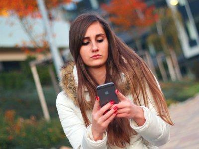 Text neck: ¿Existe un problema grave de salud por el uso de móviles?