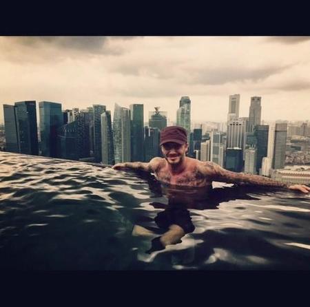 Los viajecitos promocionales de David Beckham: ya es Navidad en Singapur
