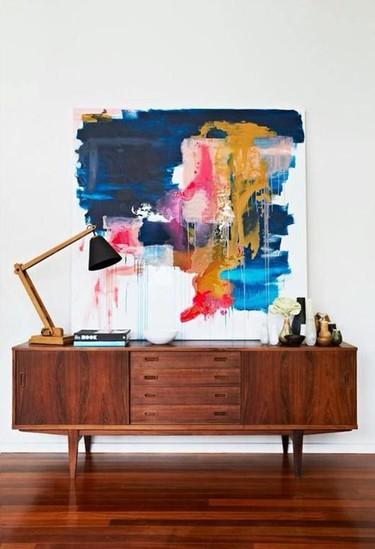 Los cuadros ya no se cuelgan, se colocan sobre los muebles
