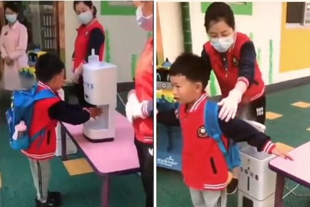 Así vuelven al cole los niños en China: el estricto protocolo de desinfección antes de entrar a clase
