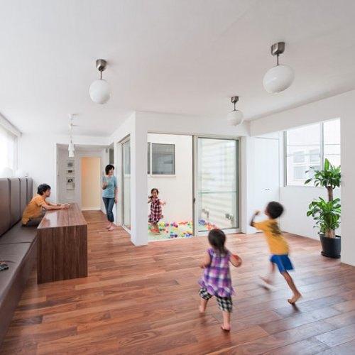 Foto de Puertas abiertas: una casa de tres alturas en Tokyo (3/5)