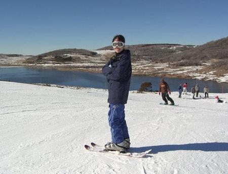 Recuerda protegerte del sol cuando te ejercitas en la nieve