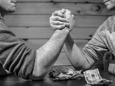 ¿Puede un autónomo pleitear contra la Administración?