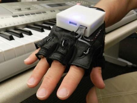 Este guante será nuestro profesor para enseñarnos Braille o a tocar el piano