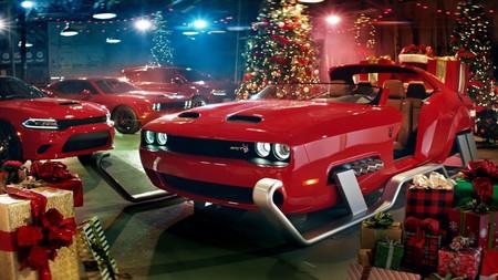 Santa Claus quiere que te portes mal este año: así es el Challenger Hellcat en versión trineo