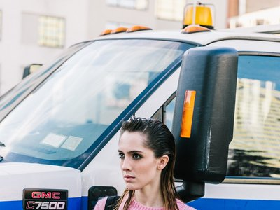 Clonados y pillados: la minifalda de Isabel Marant en Mango y Zara, ¿quién la lleva mejor?
