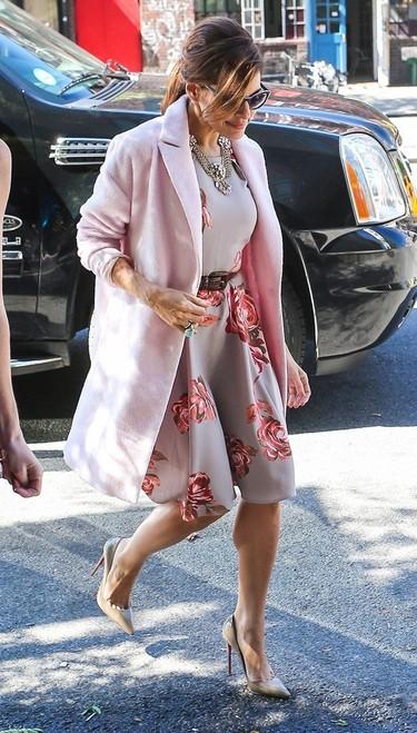 Eva Mendes, todo un icono de moda, y una nueva famosa-diseñadora más