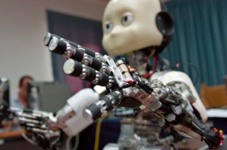 El robot europeo iCub quiere aprender de nosotros