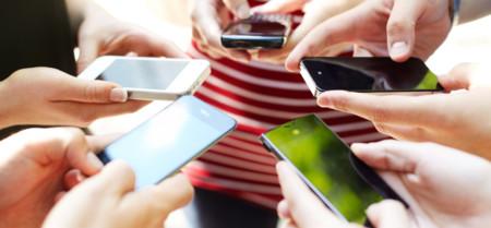 Mexicanos prefieren comunicarse con mensajes instantáneos, llamadas caen en desuso