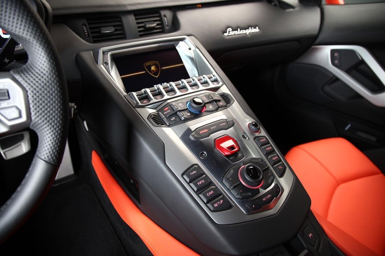 Foto de Lamborghini Aventador LP700-4 (27/62)