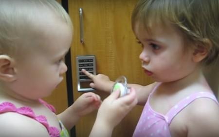 Los 9 vídeos más divertidos de bebés y sus chupetes